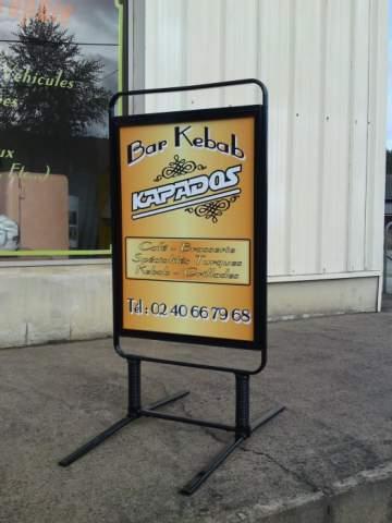 Publicité impression vitrine et stop trottoir