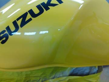 SUZUKI 650 SV réparation reservoir et flancs