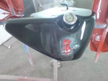 Harley Davidson Décoration Diablotin rouge et damier