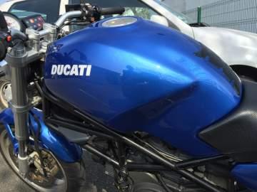 Redressage réservoir et peinture moto Ducati 44