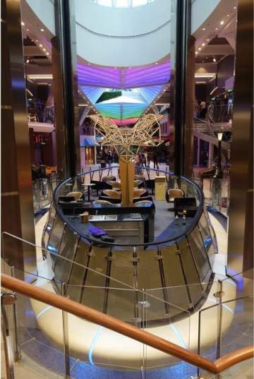 Harmony Of The Seas, Rising Tide Bar